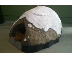 Klatrestein med grotte BJØRNEFJELL